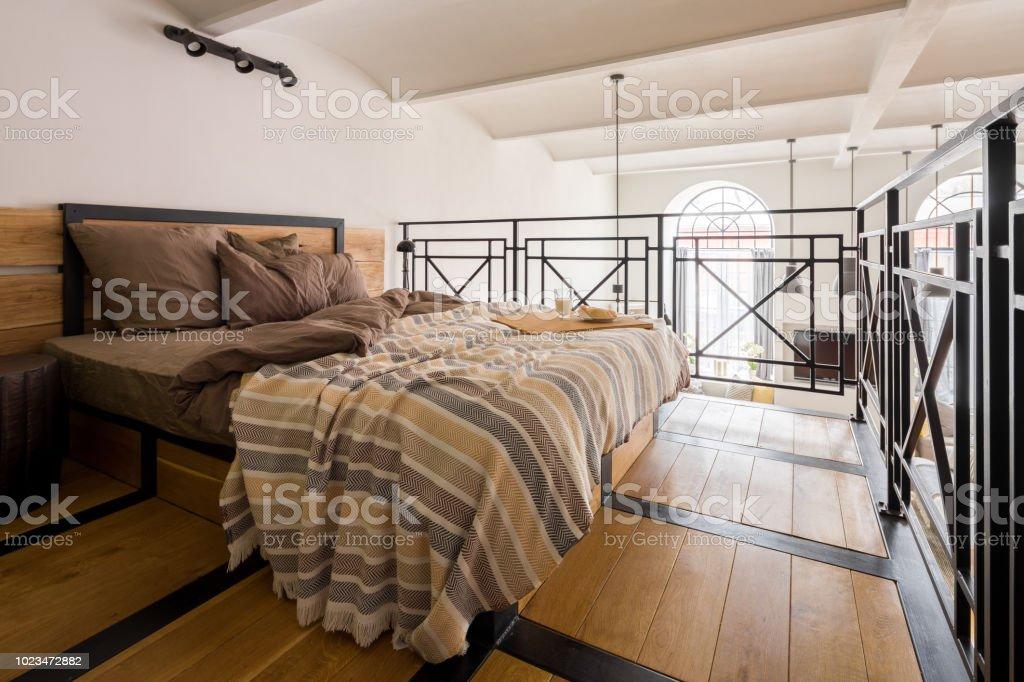 Photo de stock de Chambre En Mezzanine Avec Lit Double images libres ...