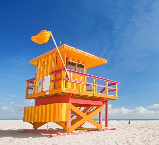 miami beach florida summer scene with lifeguard house - badvaktshytt bildbanksfoton och bilder