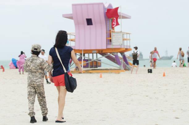 miami beach memorial day weekend air show - memorial day weekend стоковые фото и изображения