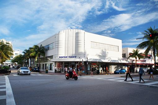 istock Miami Beach Washington Avenue traffic 519312588