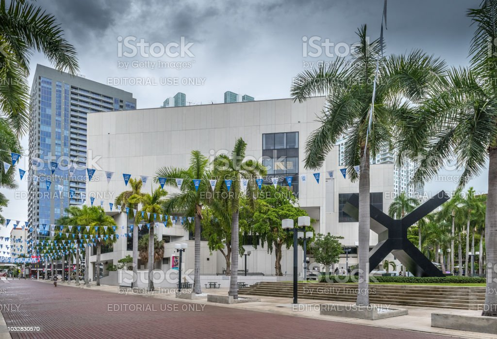 Miami Dade College Stock Photo - Download Image Now - iStock
