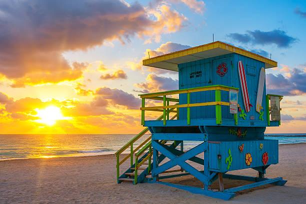 miami south beach at sunrise - badvaktshytt bildbanksfoton och bilder