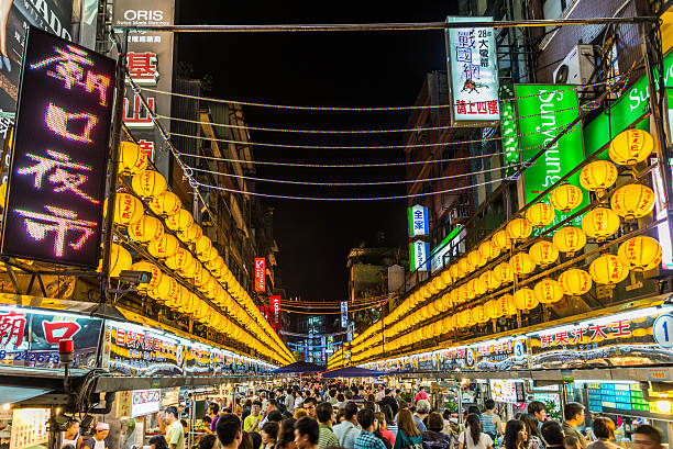 Miaokou Night Market Miaokou (Temple front) Night Market in Keelung, Taiwan night market stock pictures, royalty-free photos & images