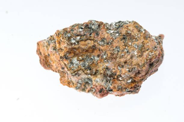 mica schist mineral sample studio shot with white background - łupek łyszczykowy zdjęcia i obrazy z banku zdjęć