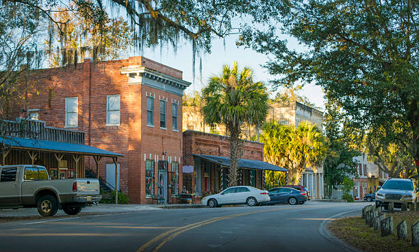 micanopy, florida - ville moyenne photos et images de collection