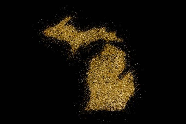michigan geformt aus goldenen glitzer auf schwarz (serie) - weihnachten de stock-fotos und bilder
