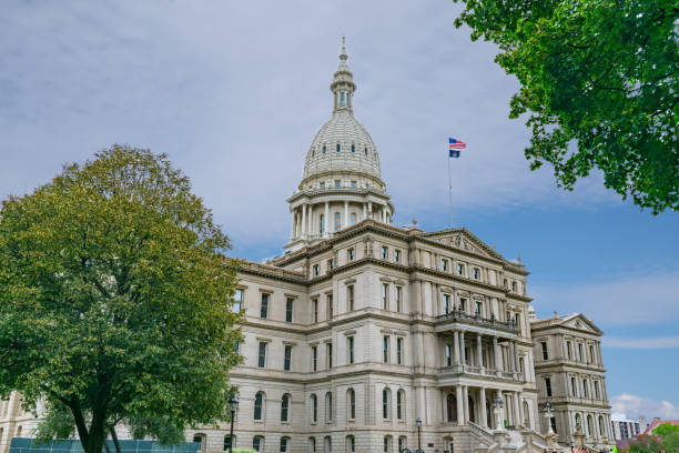 Michigan State Capitol Building Exterior of the Michigan State Capitol Building in Lansing state capitol building stock pictures, royalty-free photos & images