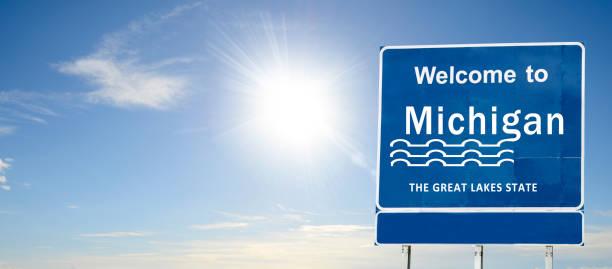 michigan, welkom verkeersbord - michigan stockfoto's en -beelden