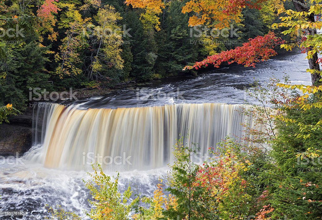 Michigan s Tahquamenon cadute in autunno foto stock royalty-free