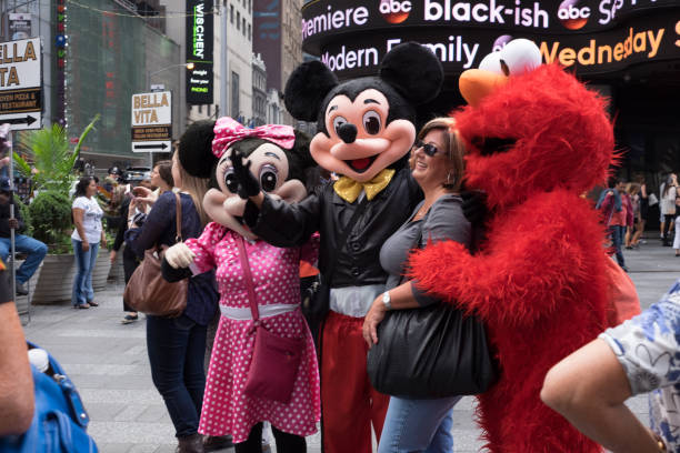 Mickey minnie and elmo in times square picture id1055247610?b=1&k=6&m=1055247610&s=612x612&w=0&h=walgsqg6qmhw1feimacwzi0j2tloy6iphvpzmab6ghk=