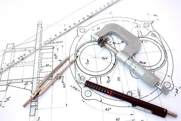 mikrometer-feinmessgerät, kompass, lineal und druckbleistift an technische zeichnung - produktdesigner stock-fotos und bilder