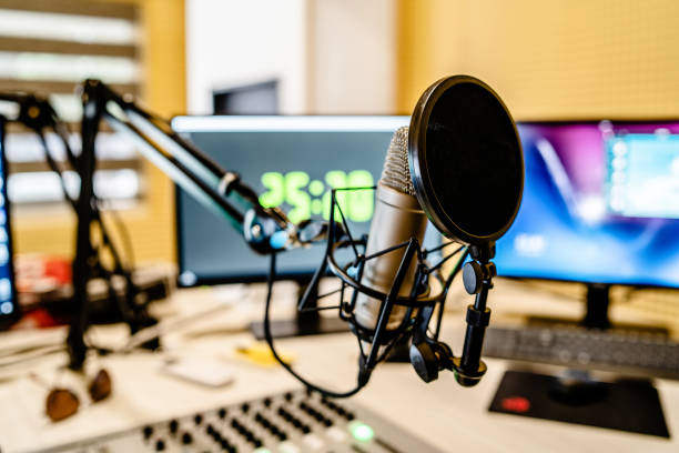 microphone and mixer at the radio station studio broadcasting news - trasmissione radiofonica foto e immagini stock