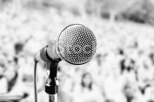 Dynamic mic at an outdoor show.