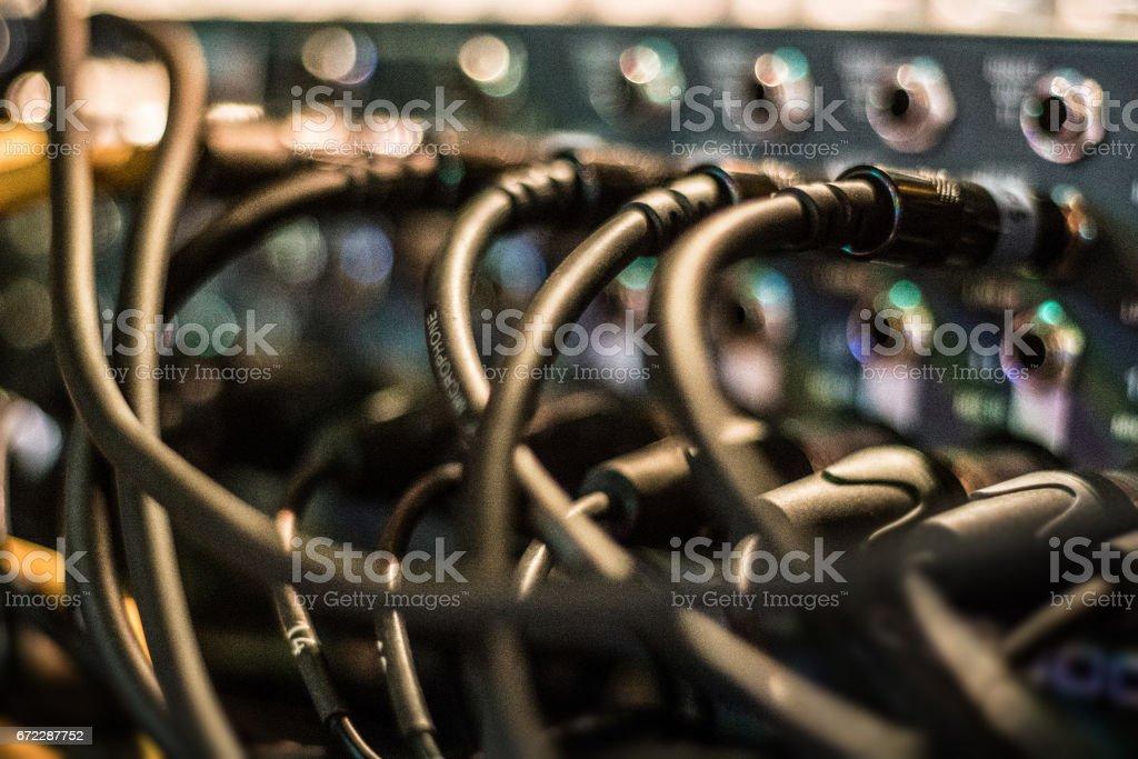 麥克風混音音樂設備上的電纜圖像檔