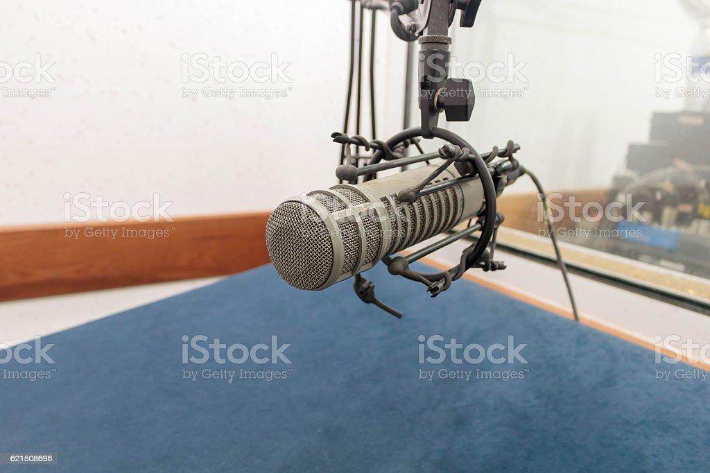 Microphone in recording room photo libre de droits
