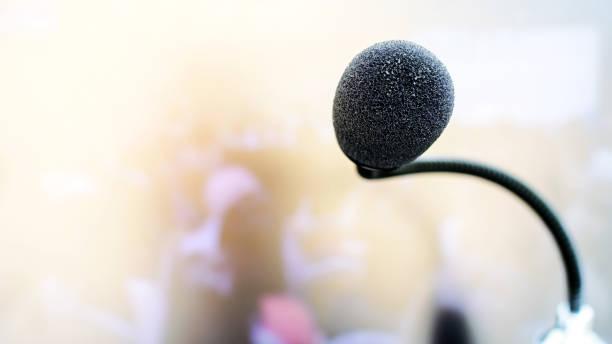 Micrófono en abstracto. Tecnología de micrófono. - foto de stock