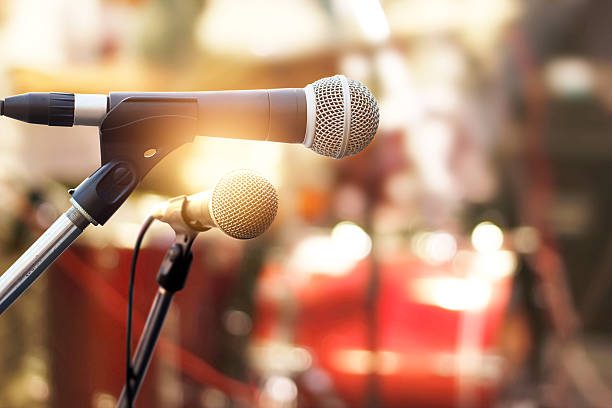 microphone on concert stage background - music style stock pictures, royalty-free photos & images