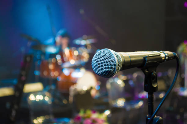 microphone on the background of the drum set close up microphone on the background of the drum set close up singer stock pictures, royalty-free photos & images