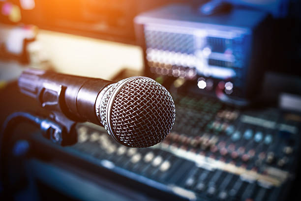 Microphone over the Abstract blurred on sound mixer – Foto