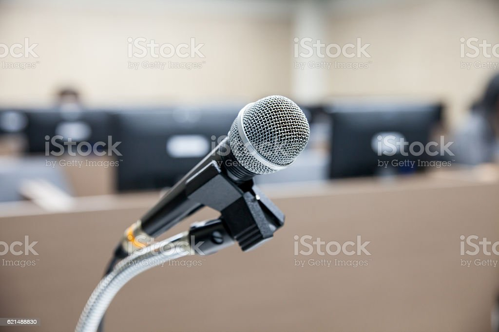 Microphone soft focus on blur abstract background lecture photo libre de droits