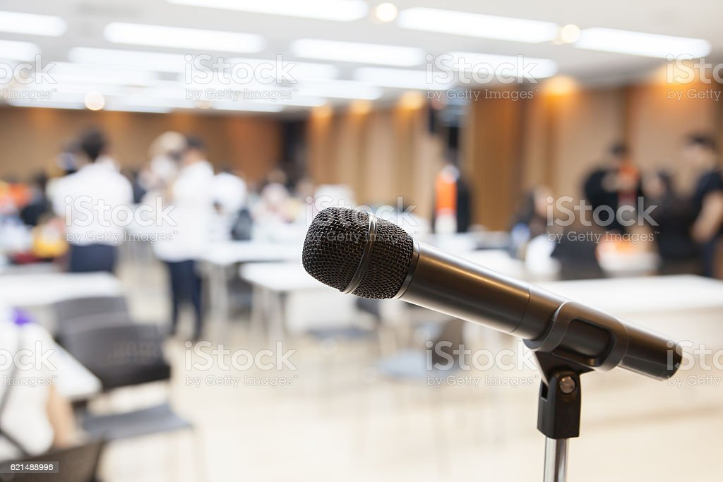 Microphone soft focus on blur abstract background photo libre de droits