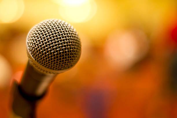 Microfone com Bokeh - foto de acervo