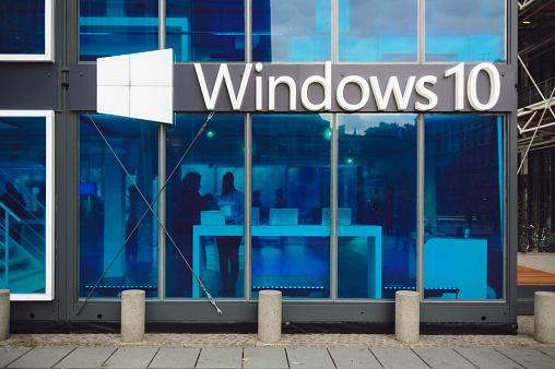 Microsoft Windows 10 Il Pavilion - Fotografie stock e altre immagini di 2015