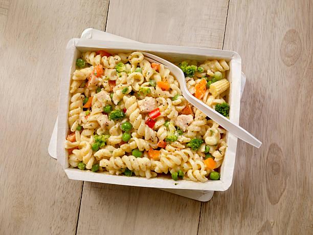 Forno a microonde cena -Pasta Primavera - foto stock