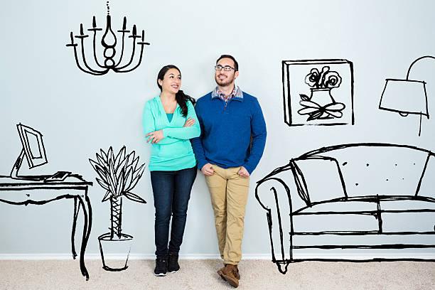 中年ヒスパニックのカップルでゆっくりと思索にふけったり、新しい家 ストックフォト