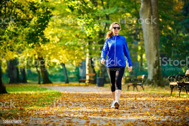 Mid aged woman running in city park picture id1094475872?b=1&k=6&m=1094475872&s=612x612&h=in7j7vxhdndetfqfvfyeit33gvwqtk9o8dbo73kwan0=
