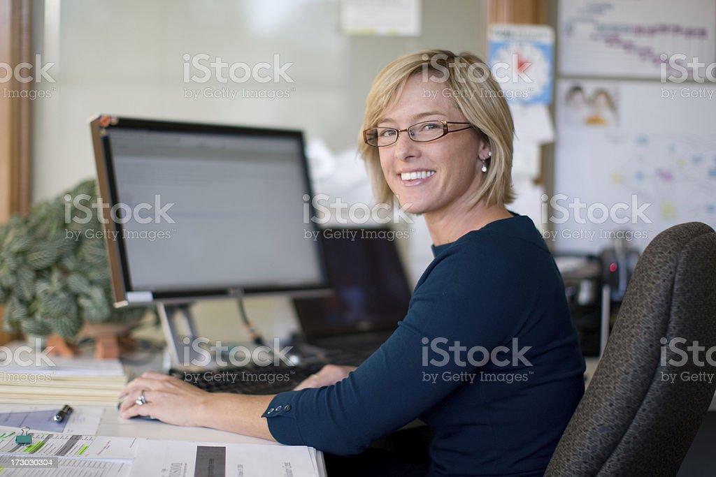 Mid thirties Geschäftsfrau - Lizenzfrei Berufliche Beschäftigung Stock-Foto
