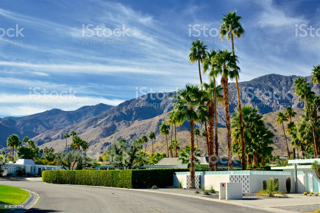 Lieblich Mitte Des Jahrhunderts Moderne Häuser In Palm Springs, Kalifornien,  Vereinigte Staaten Lizenzfreies Stock