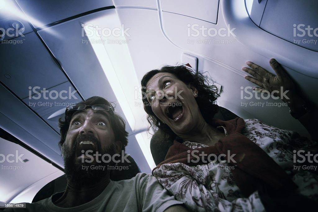 Milieu couple âgé dans la terreur sur un avion. - Photo
