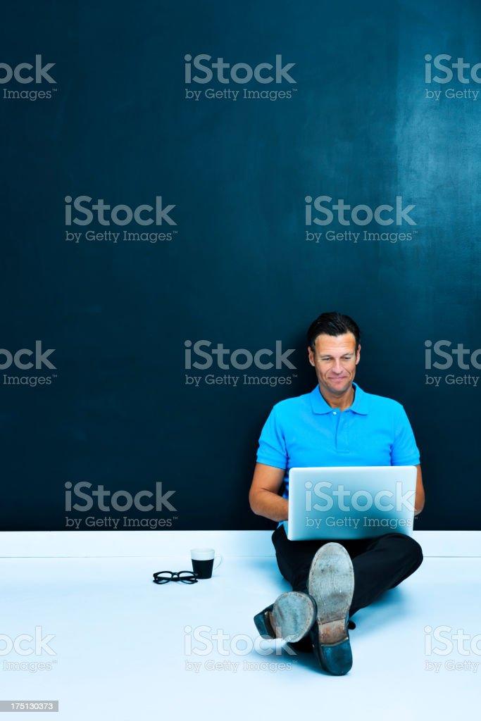 Mittleren Alter Mann mit laptop – Foto
