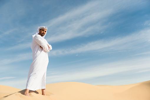 傳統服飾中的中東阿拉伯人 照片檔及更多 30歲到34歲 照片