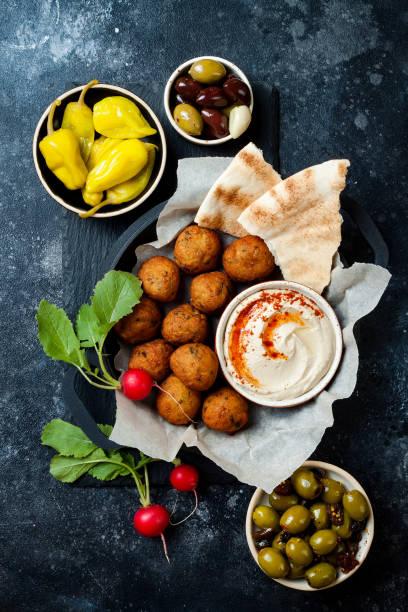 Nahen Ostens traditionelles Abendessen. Authentische arabische Küche. Meze Party Essen. Ansicht von oben flach legen, overhead – Foto