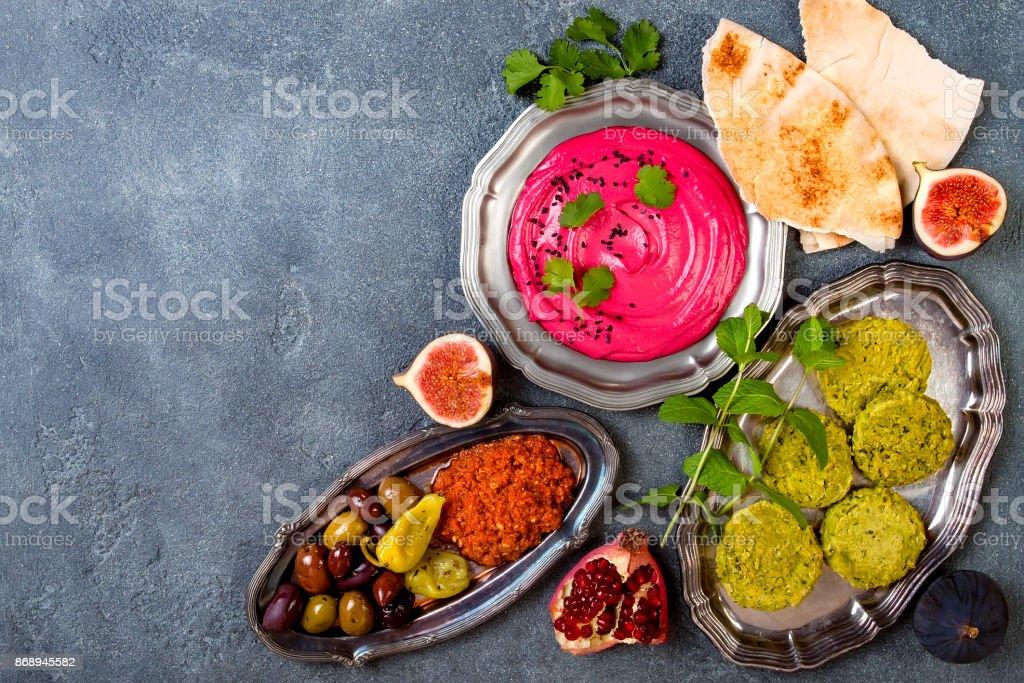 Nahen Ostens traditionelles Abendessen. Authentische arabische Küche. Meze Party Essen. Ansicht von oben flach lag, Gemeinkosten, Textfreiraum – Foto