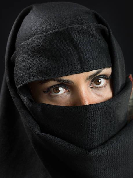 mediorientale donna al suo'40 - sharia foto e immagini stock