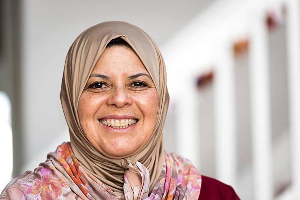 femme moyen-orientale - femme arabe photos et images de collection