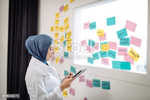 istock Middle Eastern woman working and making decisions 918046272