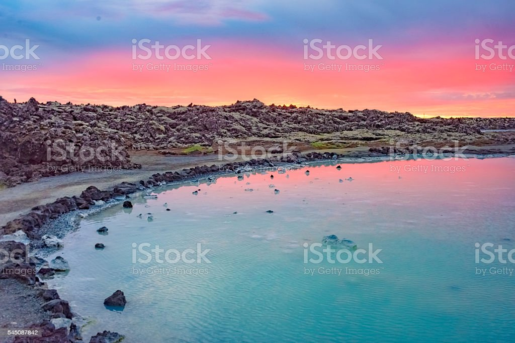 Midnight sun over the Blue Lagoon, iceland – Foto