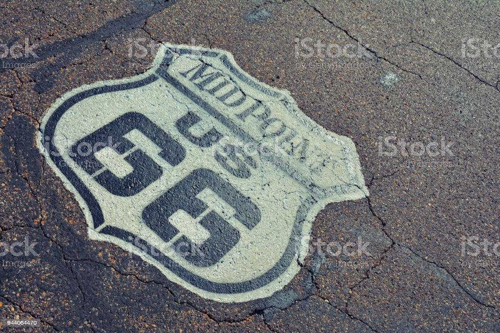 Ponto médio da rota 66. - foto de acervo