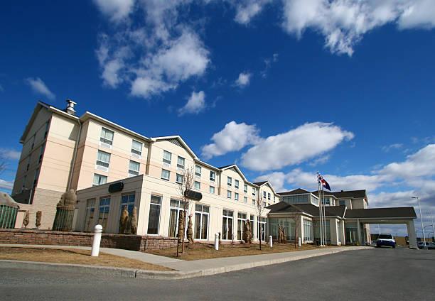 średni luksusowy hotel - motel zdjęcia i obrazy z banku zdjęć