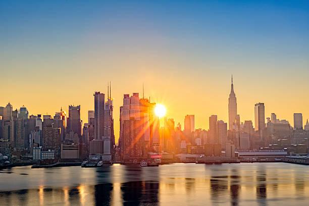 Midtown Manhattan skyline ao nascer do sol - foto de acervo
