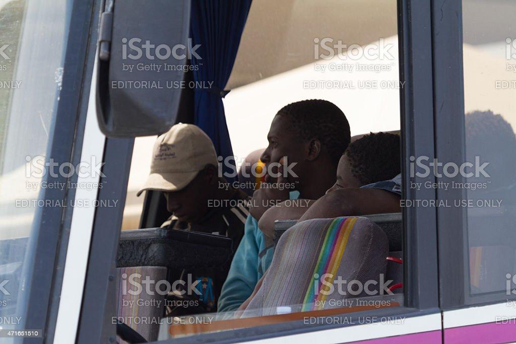 Immigrati all'interno dell'autobus - foto stock