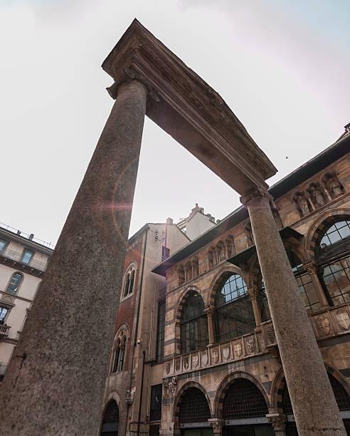 Milano (Italia). 16° secolo e a Piazza dei Mercanti - foto stock