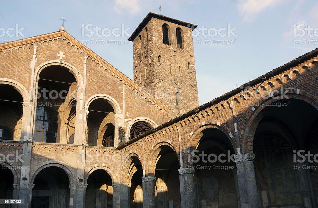 Milano (Italia)-Basilica di Sant'Ambrogio, chiesa romanica foto stock royalty-free