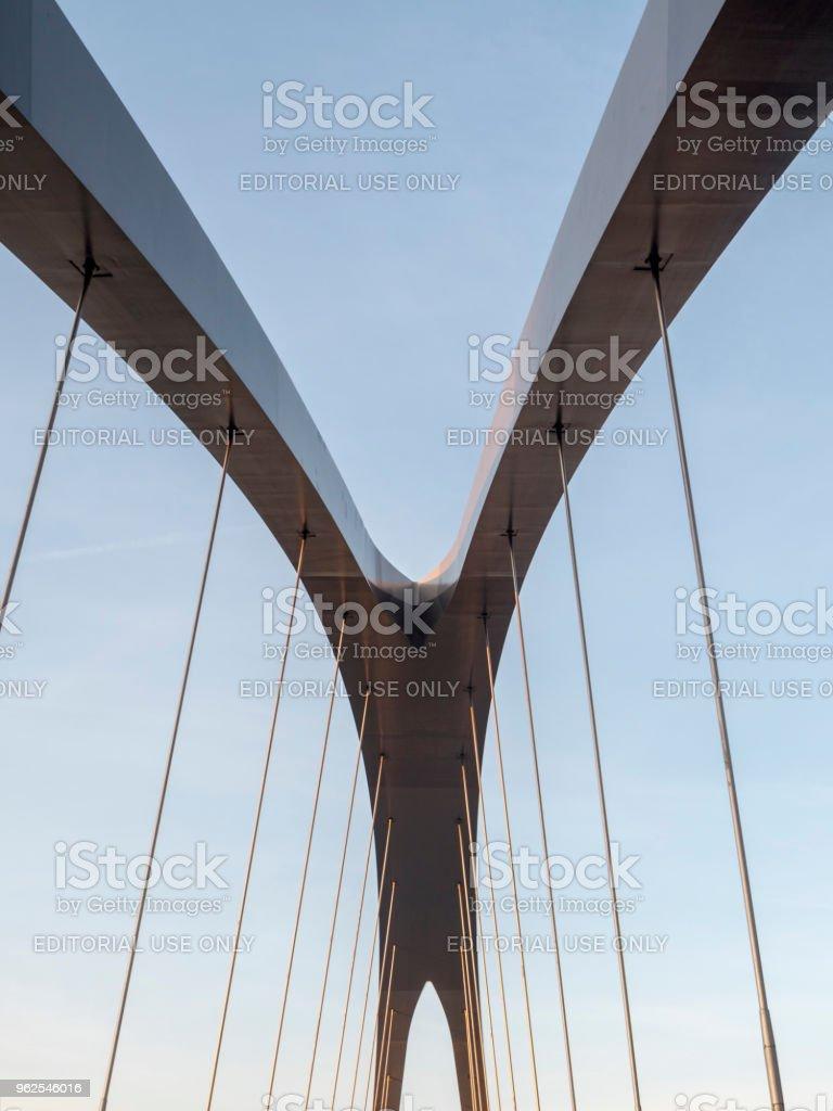 Milão: ponte edifícios em Portello - Foto de stock de Arquitetura royalty-free