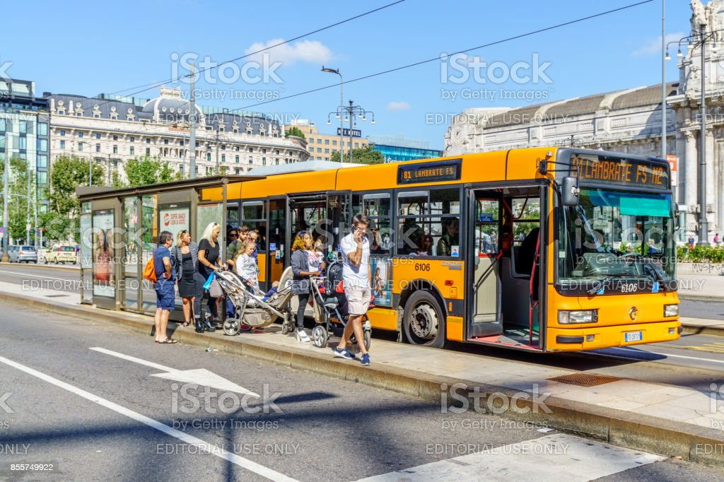 Milan city centre bus - foto stock