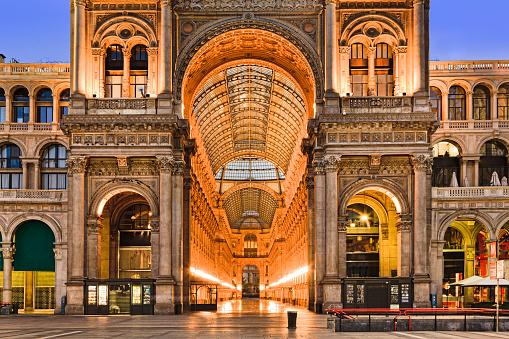 Photo libre de droit de Milan Gallery Entrance Close banque d'images et plus d'images libres de droit de Affaires Finance et Industrie